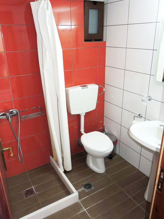 room for rent - bathrooms